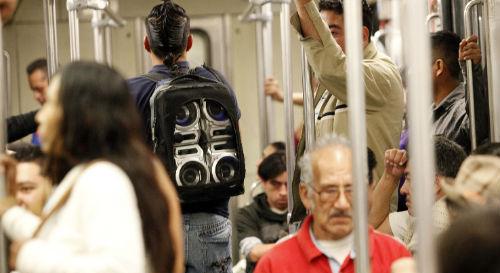 Programa social para abatir ambulantaje en el Metro