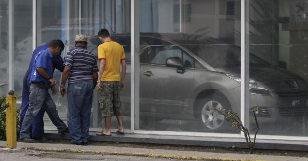 Cuba: Si quieren un coche, les va a salir muy caro