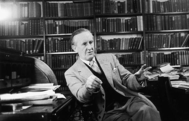 La vida de J.R.R. Tolkien en un video
