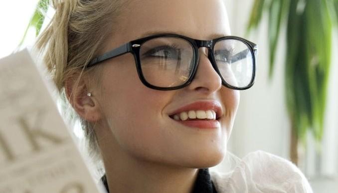Usar lentes te ayuda a conseguir trabajo