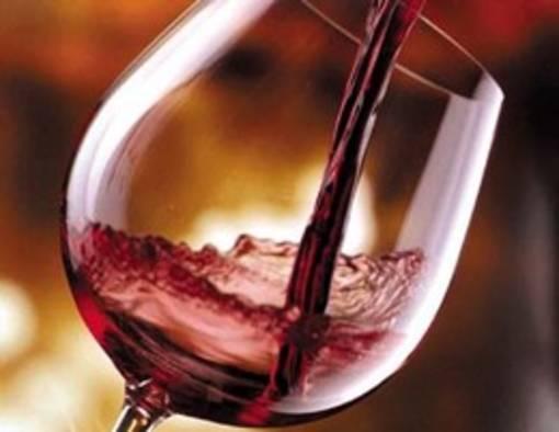 El vino podría evitar que se mueran tus neuronas