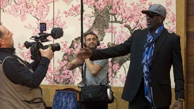 Se disculpa Rodman por declaraciones políticas