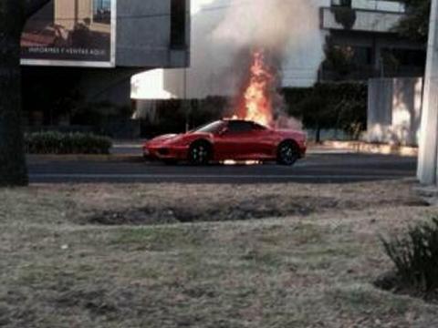 Se incendia Ferrari en Paseo de la Reforma