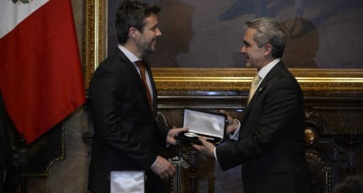 Entregan llave de la ciudad de México a primer ministro italiano
