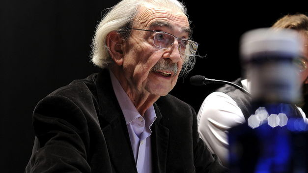 Murió el poeta argentino Juan Gelman