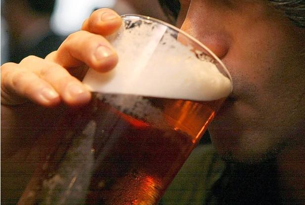 Esto es lo que 8 cervezas o más a la semana le hacen a tu cerebro