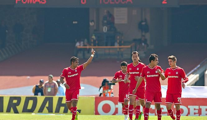 Pumas sigue sin ganar en casa en nueve meses, cae ante Toluca 2-0