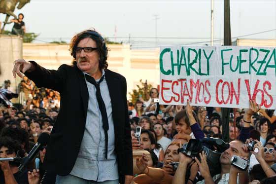 Charly García fue internado de urgencia