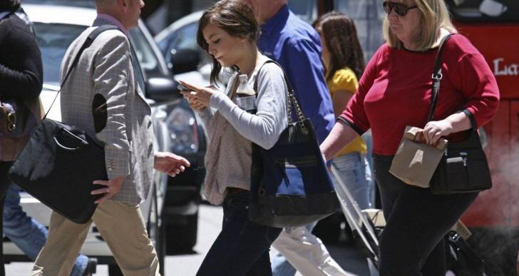 Los efectos de leer y mandar mensajes con el celular
