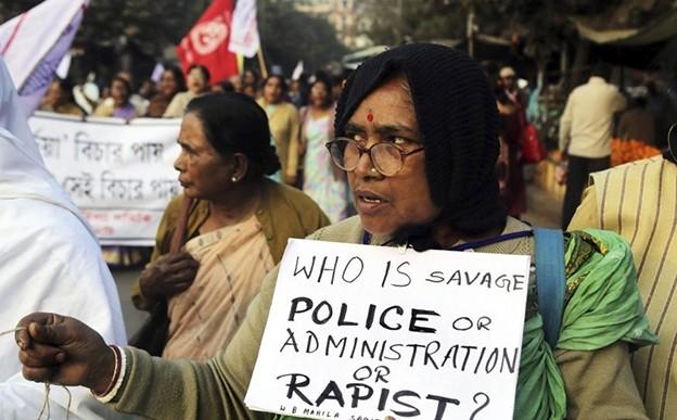 Mujer condenada a violación grupal en India