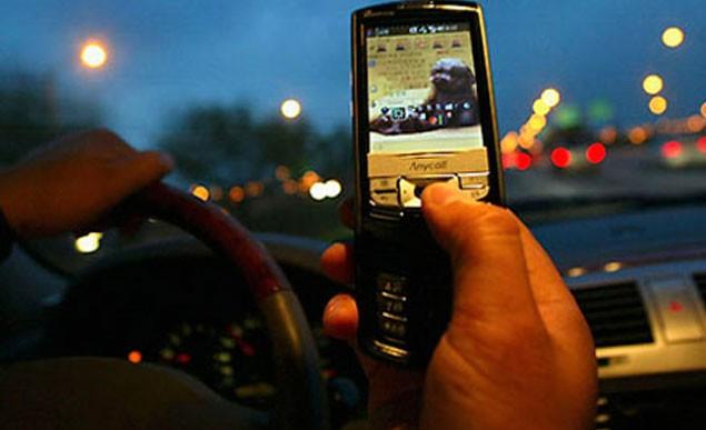 Estos son los 10 peores hábitos al volante