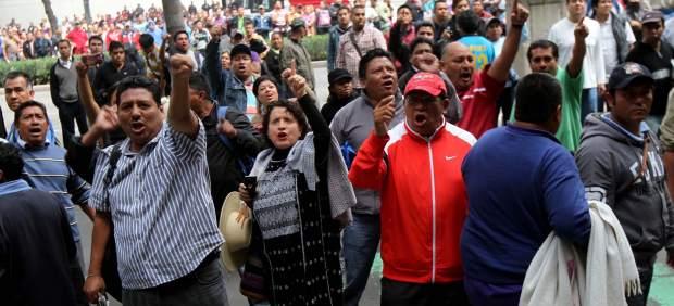 Manifestantes causan conflictos viales