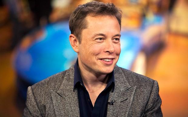 Elon Musk se junta con ejecutivos de Apple