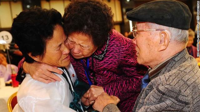 Familias coreanas se reunen por primera vez desde la guerra