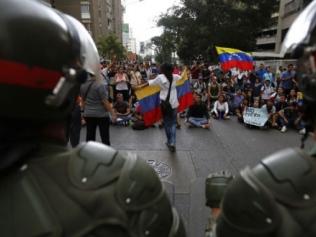 Intensa noche de disturbios no deja descansar a Caracas
