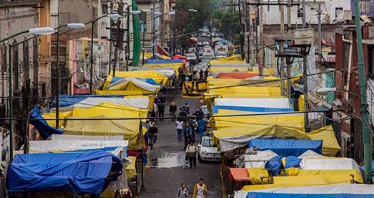 Gobierno del DF recupera banquetas en Tepito