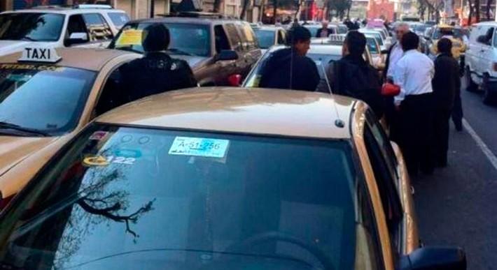 Analizan sanciones a taxistas que se movilizaron