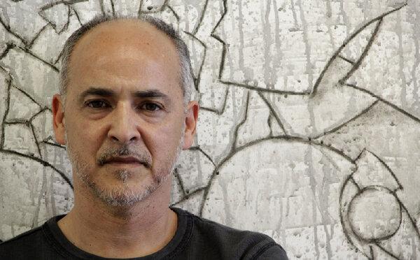 El artista que destruyó un jarrón de US$1 millón