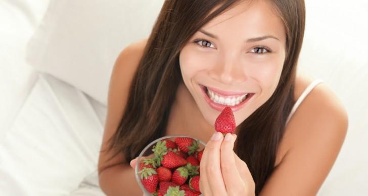 Comer fruta ayuda más para bajar de peso que no comer