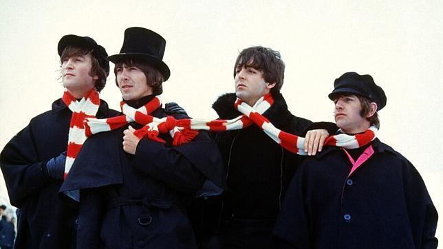 Subastan los abrigos que los Beatles usaron en Help