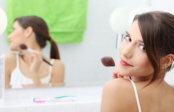 Una breve guía para las mujeres que les da mucha flojera maquillarse en las mañanas