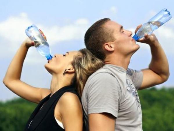 Cómo disminuir la retención de líquidos
