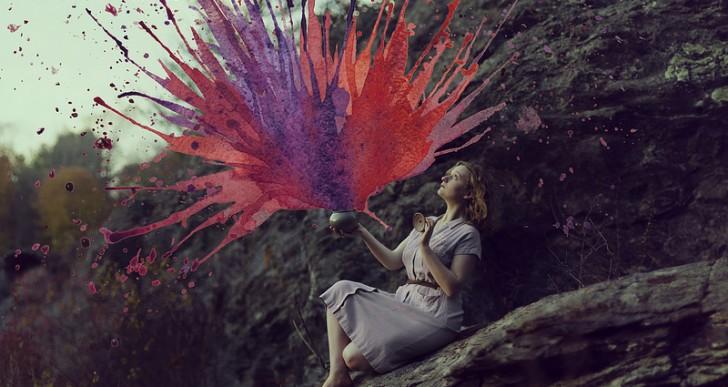 Ella combina acuarela y fotografía para crear imágenes surrealistas