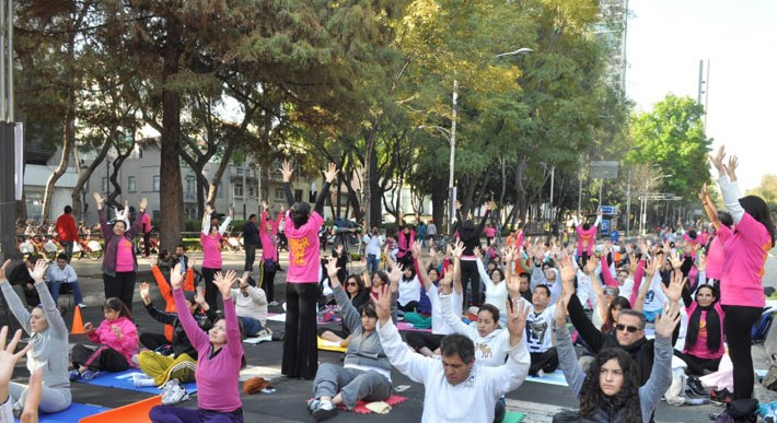 Clase de yoga en Paseo de la Reforma