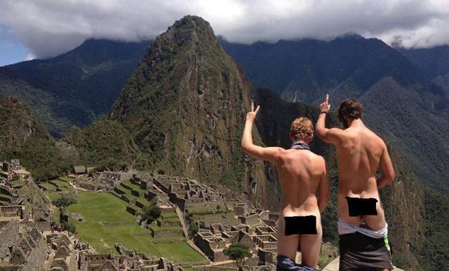 La nueva moda de desnudarse frente a Machu Picchu