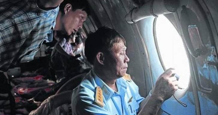 El avión desaparecido cambió de rumbo antes de perderse