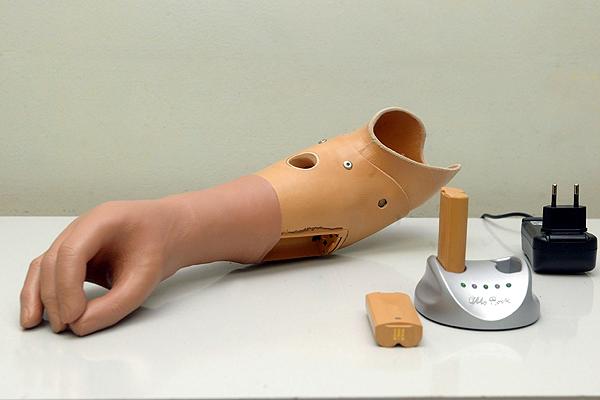 Este grupo de investigadores casí perfeccionan el tacto en prótesis