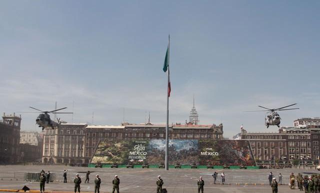Aeronaves militares despegaron del Zócalo
