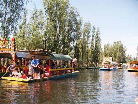 Comienza limpieza de canales en Xochimilco