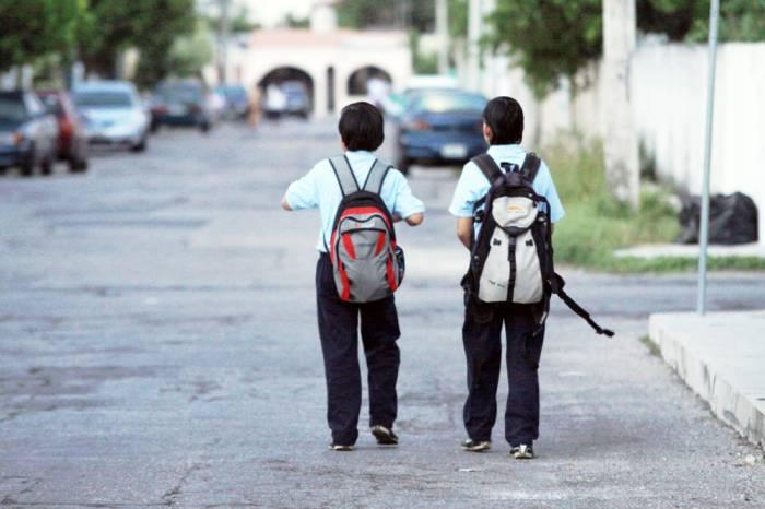 ¿Cómo llevar la mochila sin parecer juvenil?