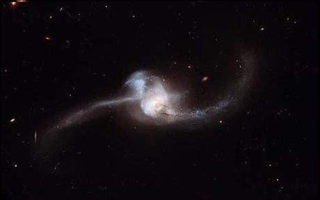 Ya casi observaremos cómo un hoyo negro se traga una nube de gas