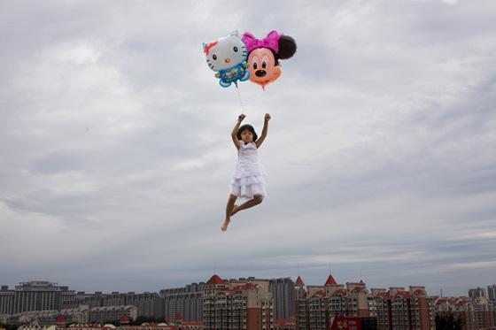 Pierde el equilibrio con las fotografías de Li Wei