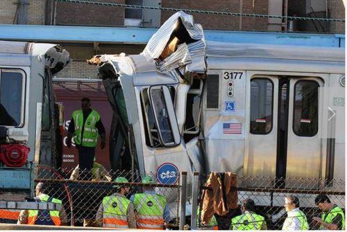 Tren urbano se descarrila en Chicago