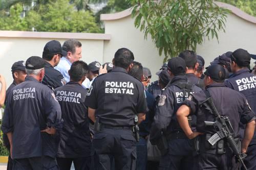 Policías michoacanos declaran paro laboral