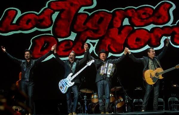 Los Tigres del Norte y Calle 13 causan furor en el Vive Latino