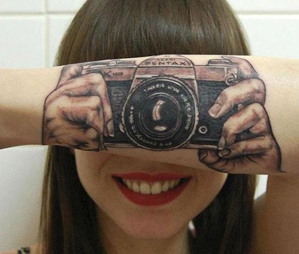 30 tatuajes creativos que hacen un ingenioso uso del cuerpo
