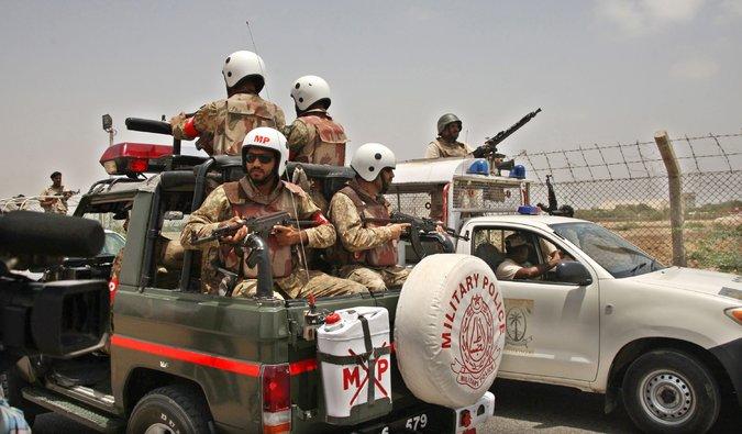 Vuelven a atacar el aeropuerto de Karachi