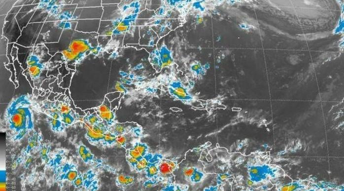 Cristina se degrada a huracán de categoría II