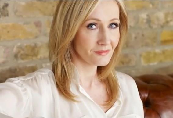 J.K. Rowling causa polémica por donación de $1.7 millones