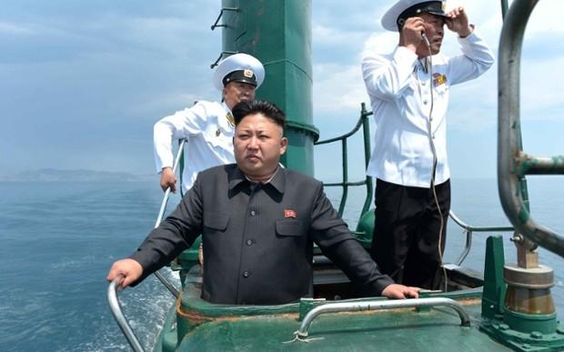 Kim Jong Un aborda un submarino
