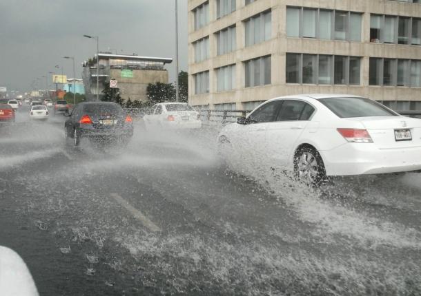 Mucha lluvia en el DF, manejen con cuidado