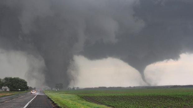 Dos tornados arrasan con este pueblo en EUA