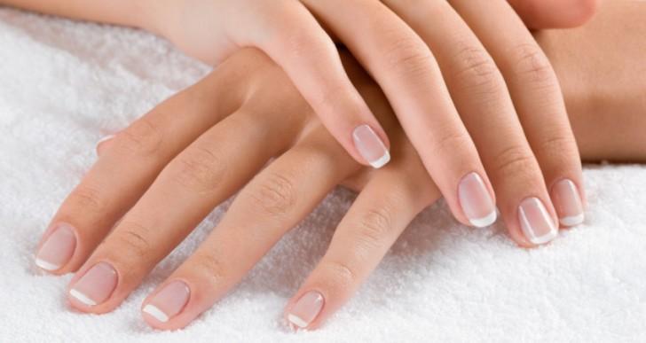 Si quieres blanquear tus uñas por tanto esmalte, sigue estos 5 consejos