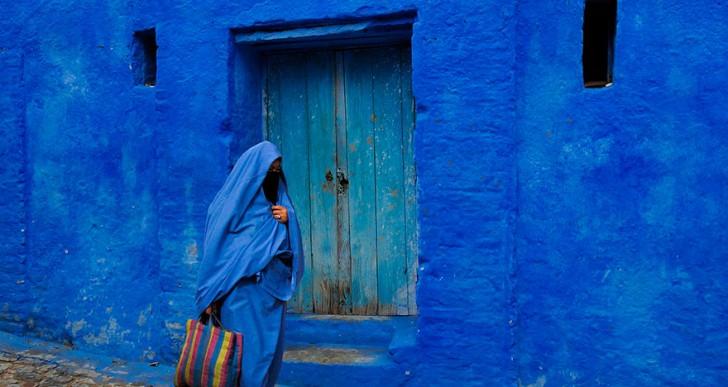 Conoce esta ciudad cubierta totalmente de azul
