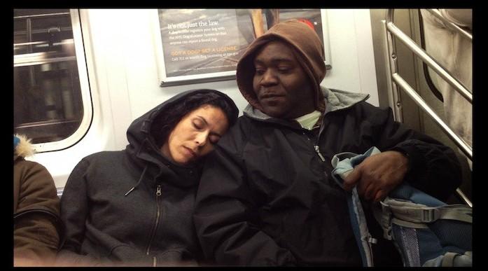 ¿Tú cómo reaccionas cuando alguien se queda dormido en tu hombro?