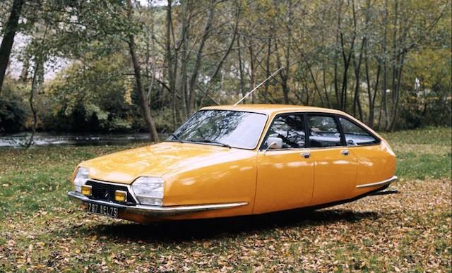 Vintage y futurista a la vez: autos viejos que pueden volar
